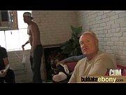 Порнуха два мужика доставляют удовольствие тёлке струёй воды