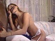Порно домашнее мужчина ласкает членом женскую писю