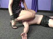 Порно блондинку ебут два негра видео