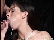 Лесбийский секс сам под одеялом