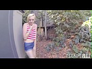 Девушке разрывает киску огромным дидло