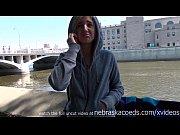 Онлайн видео в мини без трусиков на публике