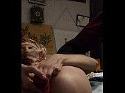 Эрик трахает девушку раком на белом диване