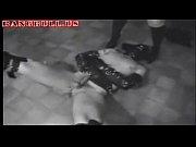 Девушка тереца об подушку порно видео онлайн