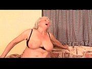 Маструбация зрелых женщин ванной подручными предметами подглядование