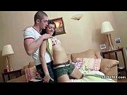 порно видео ебет девку с прекрасной попкой в обтягивающей юбке
