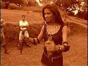 Брюнетка с большой попой прыгает на резиновом фаллосе видео