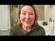 Порно видео бабушка дрочит пизду