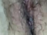 Девушка на шпагате показывает свою киску