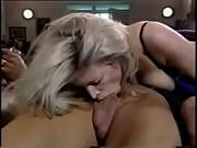 Сестра и ее подруга трахаются сбратом порно