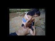 Видео парень сосет киску и молодой девушки