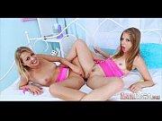 Секс с двумя очень красивыми молодыми девушками