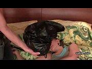 ебут толпой пьяную спящую девушку видео