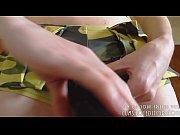 Скрытая камера в женской пляжной кабинке