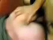 Смотреть видео девушка мастурбирует вибратором