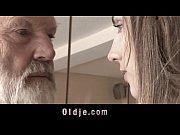 длинноногие 50 летние в телесных чулках