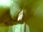 Женщина осматривает голого парня видео