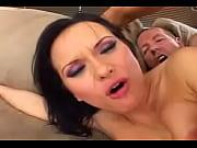 Девушка делает мужчине интимный массаж