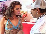 Лесбиянка язычком вылизывает огромный клитор своей любовнице
