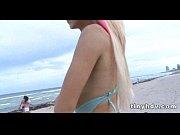 Порно видео женщина сосет у бомжей