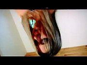 Показать видео женщина раздевается