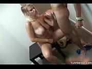 Госпожа садится на раба на лицо
