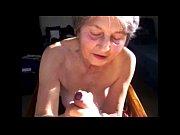 Волосня из трусов на пляже порно видео
