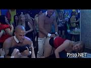 Смотреть порно жёсткая групповая ебля-девушку ебут во все щели одновременно