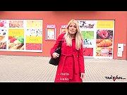 Takevan Blondie rocks a...