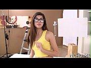 Видео молодая студентка показала грудь в камеру