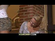 Гламурные сучки демонстрируют свои дырки видео