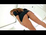 Упс под юбкой у женщин в хореографических танцах видео