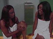 Женщины были красивы и смотрели порношоу онлайн