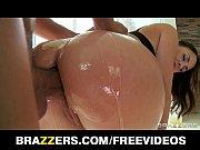 Смотреть видео как красивая девушка пихает каблук связанному парню в жопу