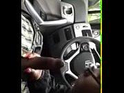 Как телка сосет у мужика в машине