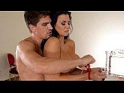 Порно девушка мастурбирует а парень смотрит
