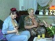 блондинку трахают двое порно онлайн