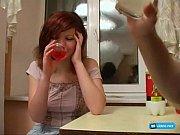 Пока девушка моет посуду раком видео