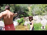 Две русские подруги скачут на члене в кустах видео