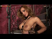 Секс с девушкой на красном диване