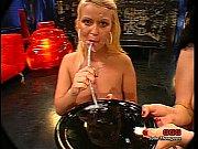 Русская девушка мастурбирует до сквирта перед камерой