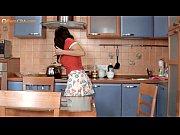 Девушка сосет громадный член видео