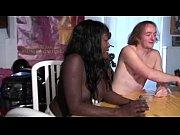 Супер секси в салатовой маечке видео обалденная