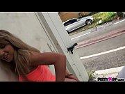 У девушек под юбками скрытая видеокамера осенью
