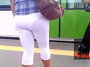 Нагло лапают сиськи в поезде видео