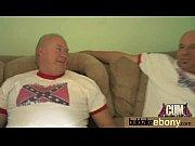 Геи трахают лезбиянок на кровати видео