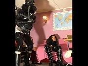 Девушки в мини обтягивающих юбках видео