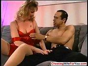 Мужчина соблазняет девушку на секс
