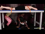 Девушка закинула ноги к голове и ее ебут видео