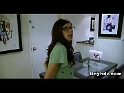 Секс видео в трусах сосут две девушки один мужик
